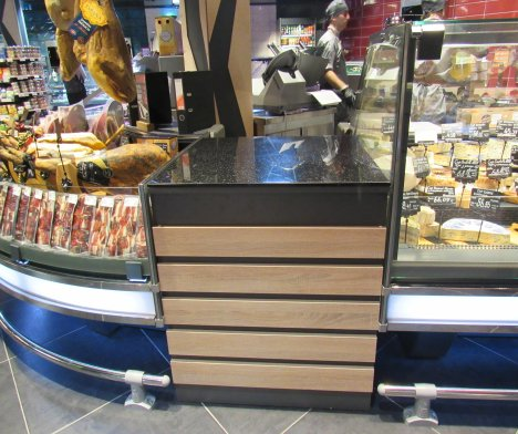 Counters for refrigerated showcases